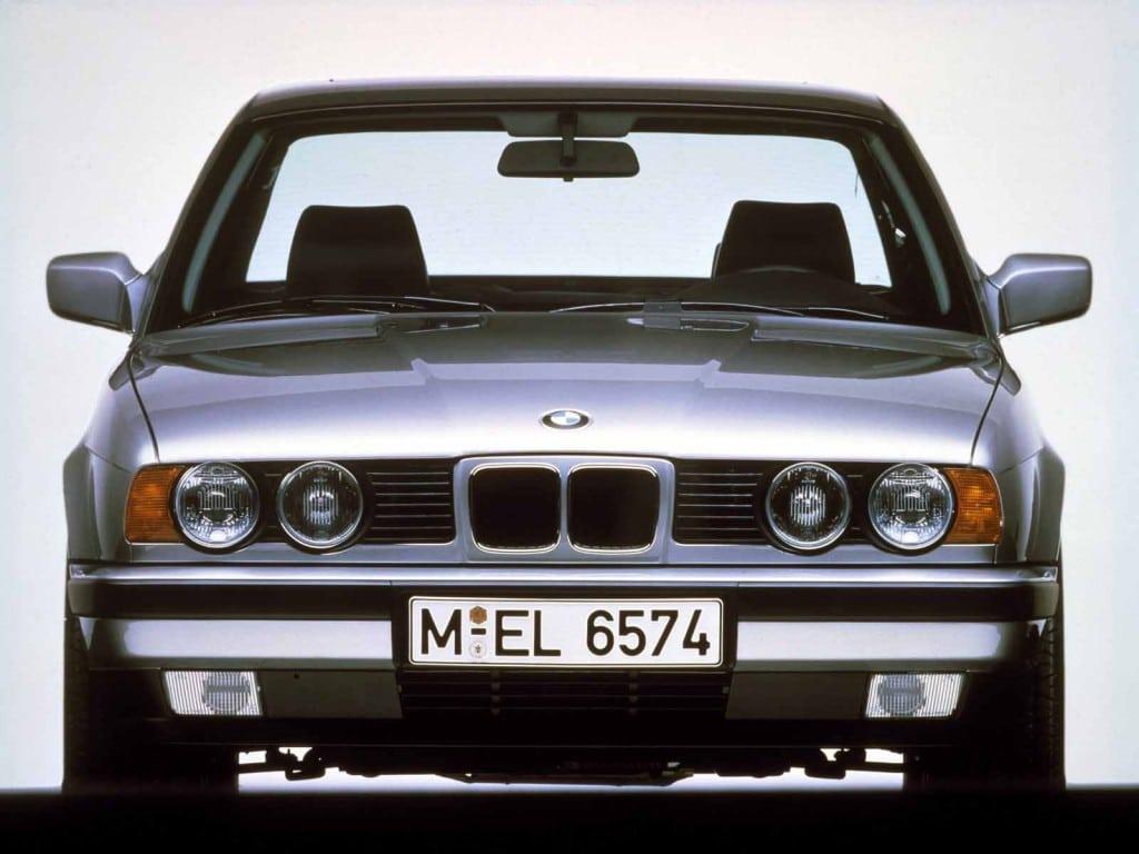BMW 5 серия в кузове E34 - вид спереди