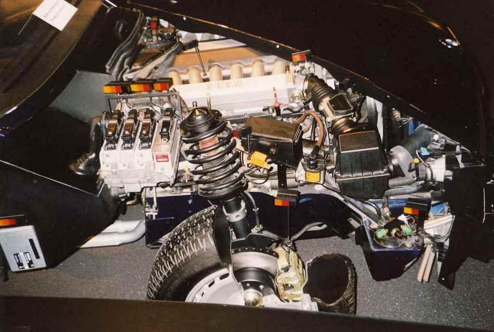 Обзор моторного отсека и передней подвески BMW E32 750iL