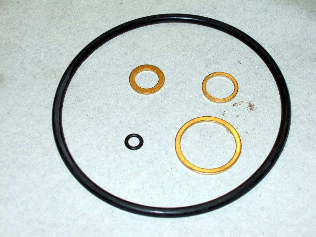 Gasket rins and o-rings shipped with the Febi oil filter.