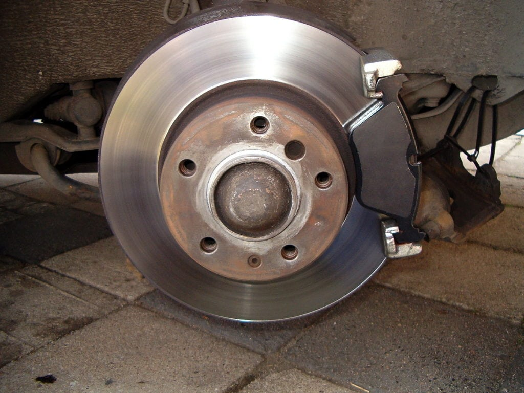 Place the outer brake pad in the brake pad carrier (flush to the brake disc)...