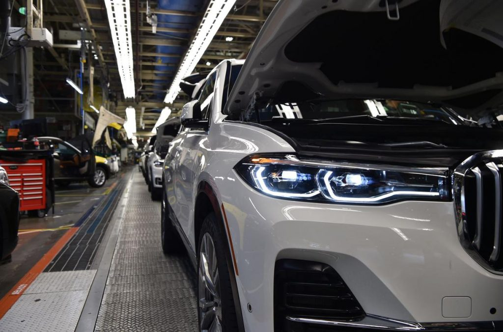 BMW X7 on the Assembly line plant in American Spartanburg.